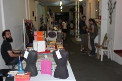 O bazar temático proporcionou o encontro de artesãos com trabalho ecológico, o encontro entre amigos e um incetivo ao consumo conciente. Foto: Beatriz Peccin