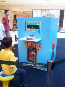 Crianças aproveitam para experimentar vídeo games da geração de seus pais (Foto: Gilberto Stori Junior)