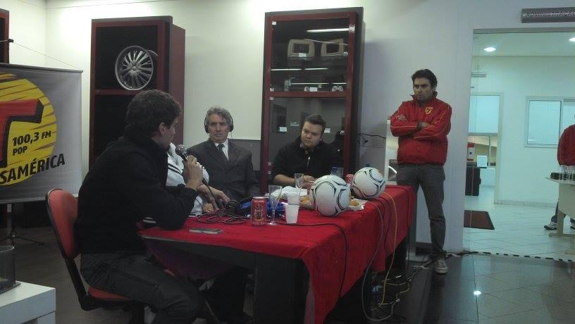 Rodrigo Pimpão durante entrevista para a Rádio Transamérica. Foto: Caio Porthus