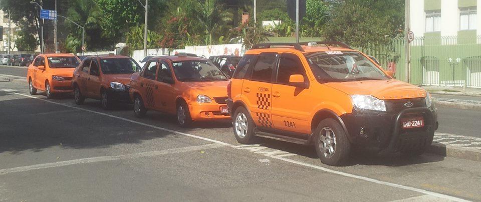 Táxis hoje demoram e são um problema para quem tem pressa em horários de trânsito. Foto: Caio Porthus