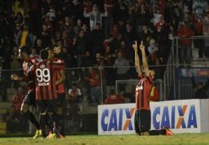 O atacante rubro-negro Roger entrou no segundo tempo e definiu o placar da partida (Foto Gustavo Oliveira/ Site Oficial Clube Atlético Paranaense)