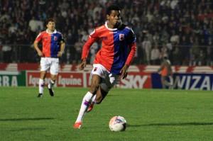 Volante Moacir foi um dos destaques, fechou o meio de campo e saiu bem para o jogo Foto: Divulgação/Site Oficial do Paraná