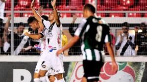 Coritiba desperdiçou muitas chances na partida (Foto: Rodrigo Villalba/ Agência Estado)