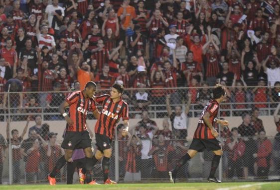 Gol cedo deu tranquilidade ao time e a torcida Foto: Site Oficial Atlético-PR