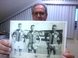 Martins (na direita da foto) recorda seus tempos no Alvorada/GO / Foto: Gabriel Sawaf