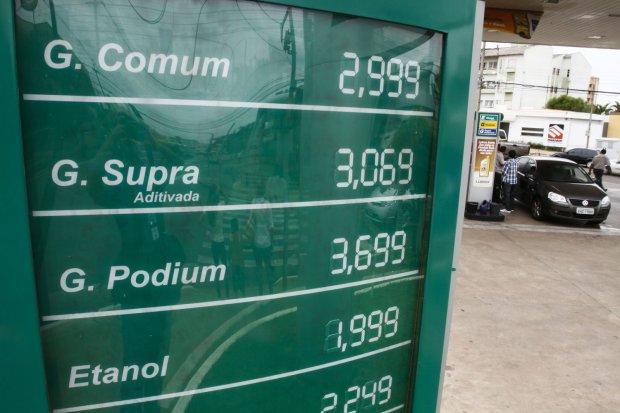 Está em média 30 centavos mais caro o preço da gasolina em Curitiba Foto: Julia Baggio