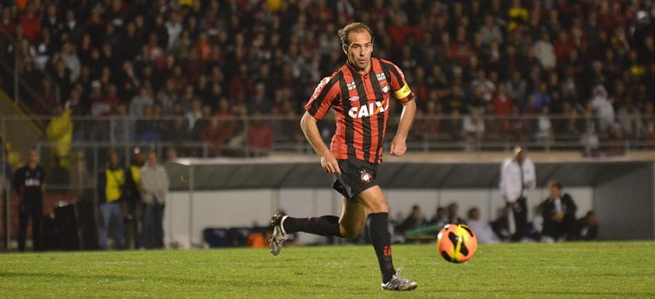Paulo Baier é um dos destaques do rubro-negro Foto: Site oficial do Atlético
