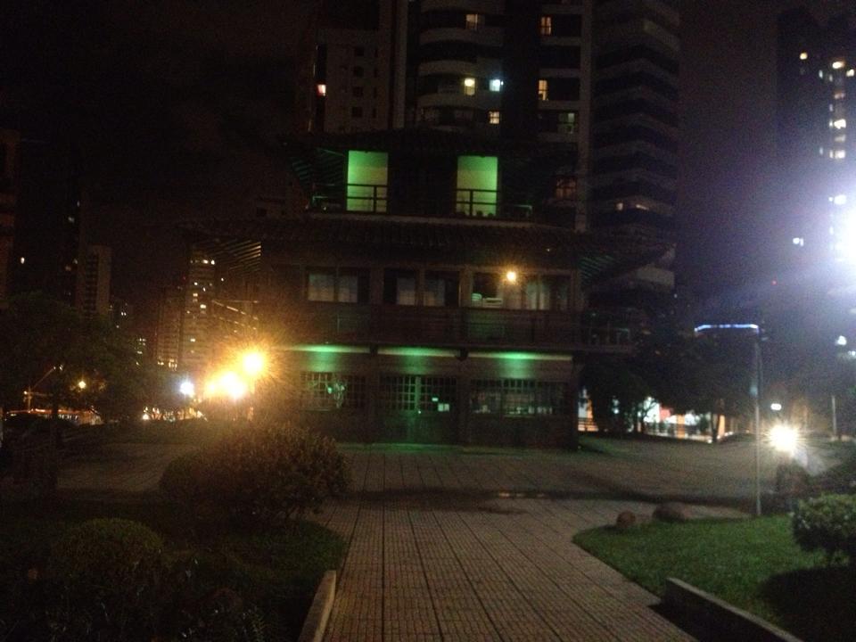 Praça do Japão recebe iluminação cênica