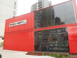 Salão de beleza atrai muitos curiosos no Centro de Curitiba