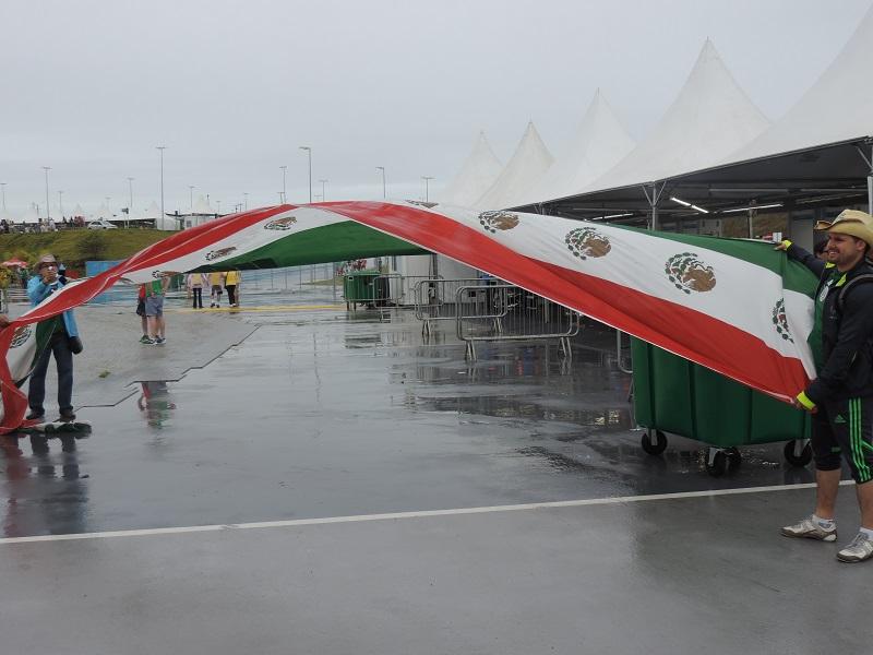 Bandeira do México vem sendo muito festa nas cidades onde a seleção atua | Foto: Pedro Melo