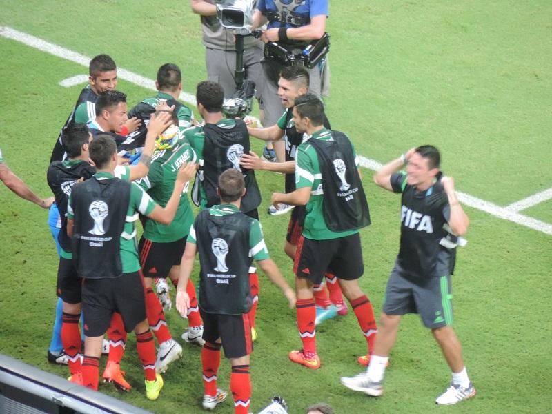 Jogadores do México comemoram gol contra a Croácia | Foto: Pedro Melo