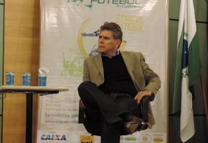 Técnico Paulo Autuori foi um dos palestrantes e discorreu acerca da mentalidade do esporte no país (Foto: Pedro Melo)