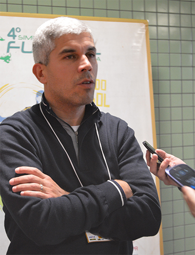 Ricardinho concedeu entrevista entre intervalos das palestras e contou sobre a relação com Felipão (Foto: Roberto Rohden)