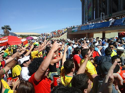 Mesmo em menor número, torcida belga esteve presente e contou com o apoio dos brasileiros | Foto: Renan Araújo