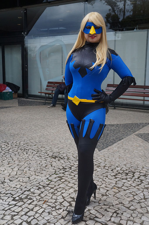 Cosplayer de versão feminina do personagem O Gralha, o herói curitibano | Foto: Carolina Mello