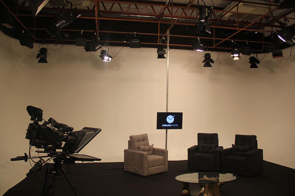 Estúdio onde o programa é gravado, no laboratório de comunicação social da PUCPR | Foto: Cecília Tumler