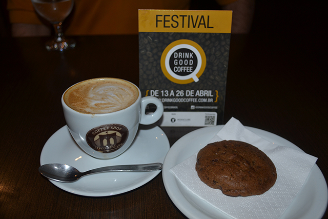Capuccino e Cookie de chocolate - Brooklyn Coffee Shop