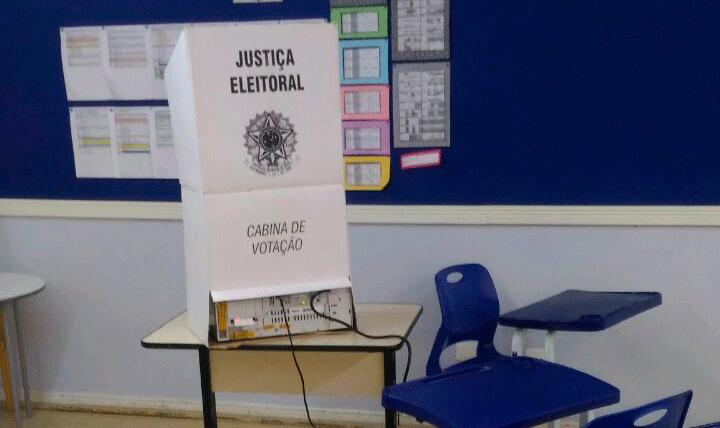 Urna Eleitoral / Bruna Toti