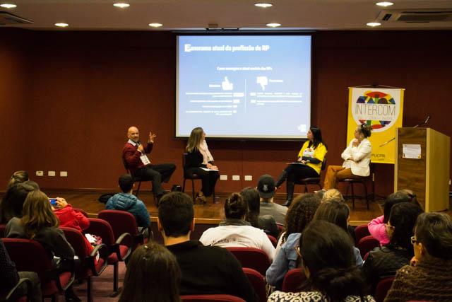 A discussão trouxe pontos importantes sobre a valorização de Relações Públicos (Foto: Beatriz Mira)