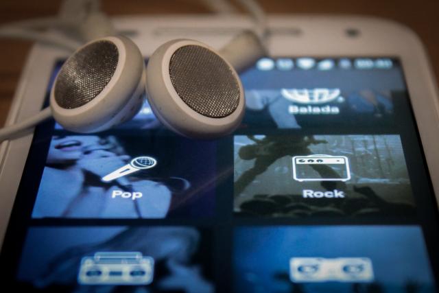 Música no celular,  a praticidade é um ponto positivo do streaming
