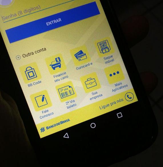 Mais de 30% das transações bancárias são feitas pelo o celular| Crédito: Bruna Kopeski