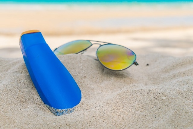 2)Evitar ficar exposto ao sol entre às 10h e às 15h: é quando tem a maior incidência de raios ultravioletas na terra.
