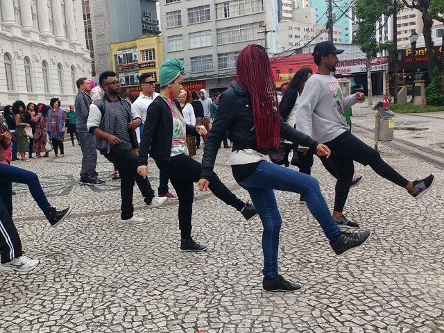 Marcha - Marcha do Orgulho Crespo conta com apresentação de dança