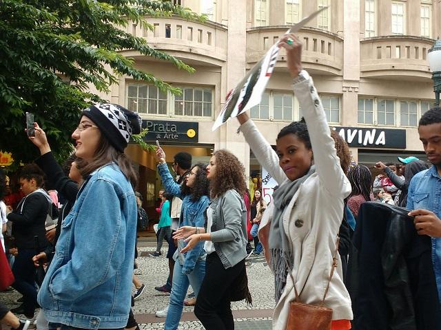 Marcha - Marcha do Orgulho Crespo mobiliza mulheres, homens e crianças