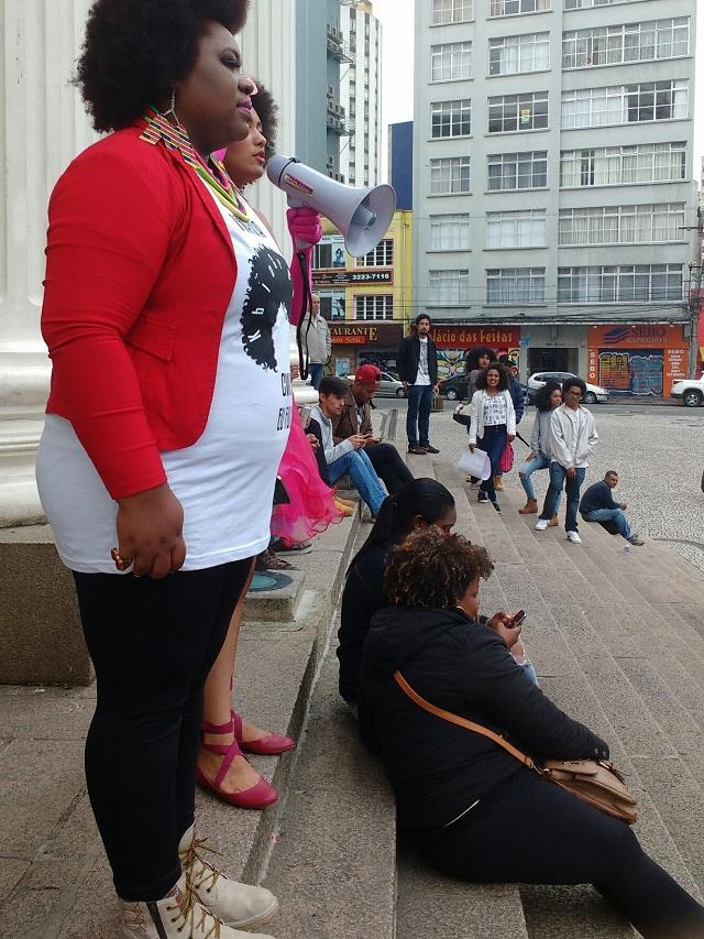 Marcha - Organizadoras da Marcha do Orgulho Crespo se concentram na Praça Santos Andrade