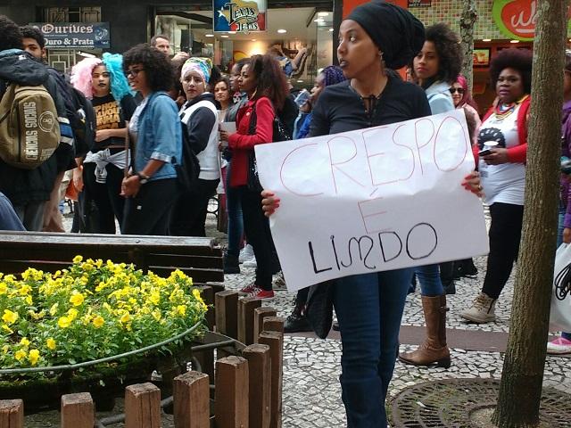 Marcha - Rua XV de Novembro é tomada por manifestantes