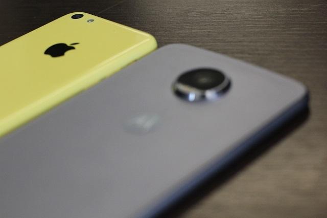 Fabricantes de smartphones têm o desafio de produzir aparelhos cada vez mais finos e com mais bateria.   Foto: Talita Souza